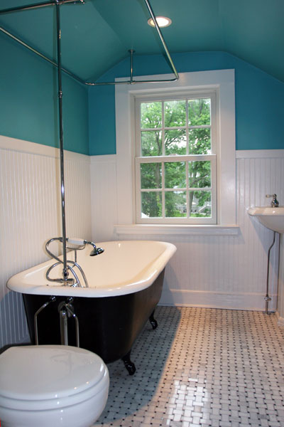 Bathroom With Clawfoot Tub And Gl Tile
